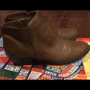 Steve Madden Zip up ankle booties Size 8/8.5